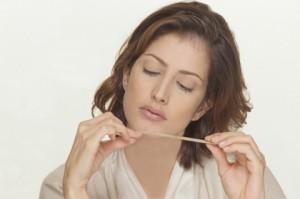 Почему слоятся и ломаются ногти? Причины тонких и ломких ногтей